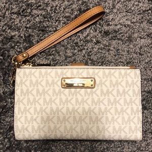 NEVER USED Michael Kors Wristlet
